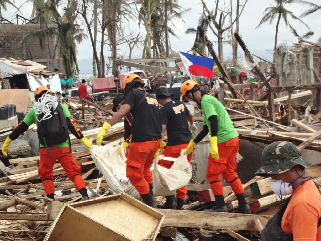Carrying the Dead.Search and Rescue team is composed of seasoned rescuers from BFP-SRU, NAVFORSOL Disaster Response Unit, TOG-5 Search and Rescue Unit, and the 9th Infantry Division Disaster Response Team under the Team Albay Humanitarian mission.