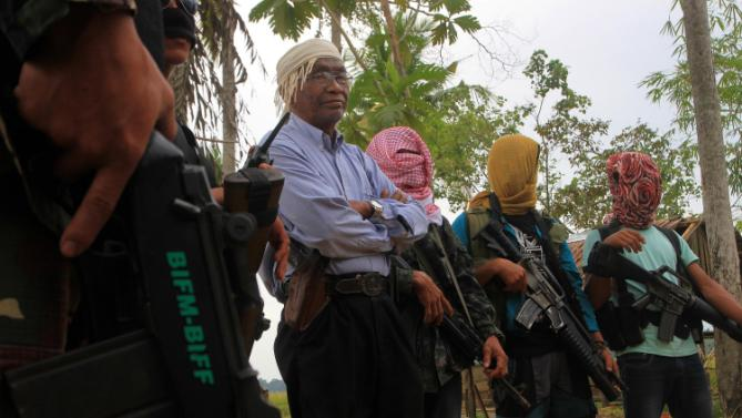 Bangsamoro Islamic Freedom Fighters (BIFF) spokesperson Abu Misri (4th R) surounded by fellow rebels meets with members of the media for an interview at their hideout in Maguindanao.AFP PHOTO/Mark Navales