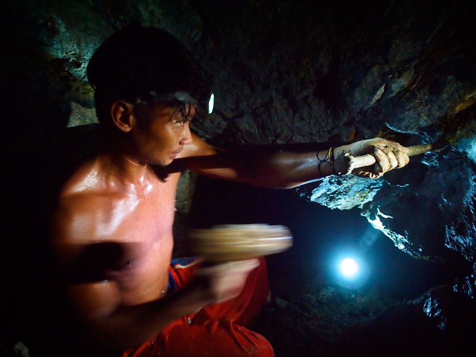 Two small-scale miners dies in a mining tunnel in Aroroy, Masbate