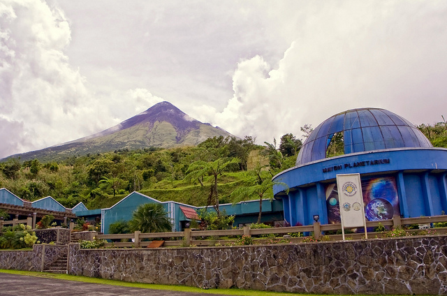 16-kilometer 'alay-lakad' to Mayon Resthouse draws fewer crowds this year