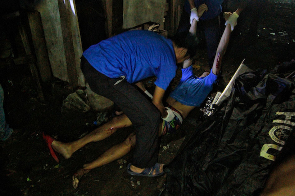 The body of slain Kian Lloyd De los Santos is being taken out from the spot where he was gunned down. Google photo.
