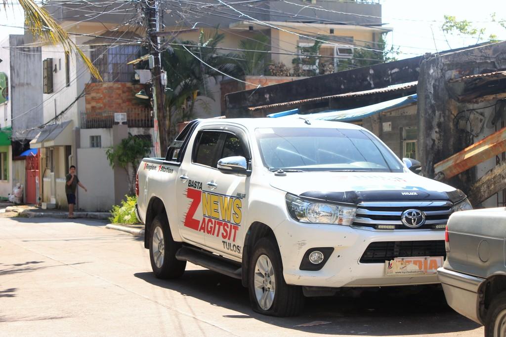 Legazpi City: Media mobile patrol hit by blast, incurs minor damage