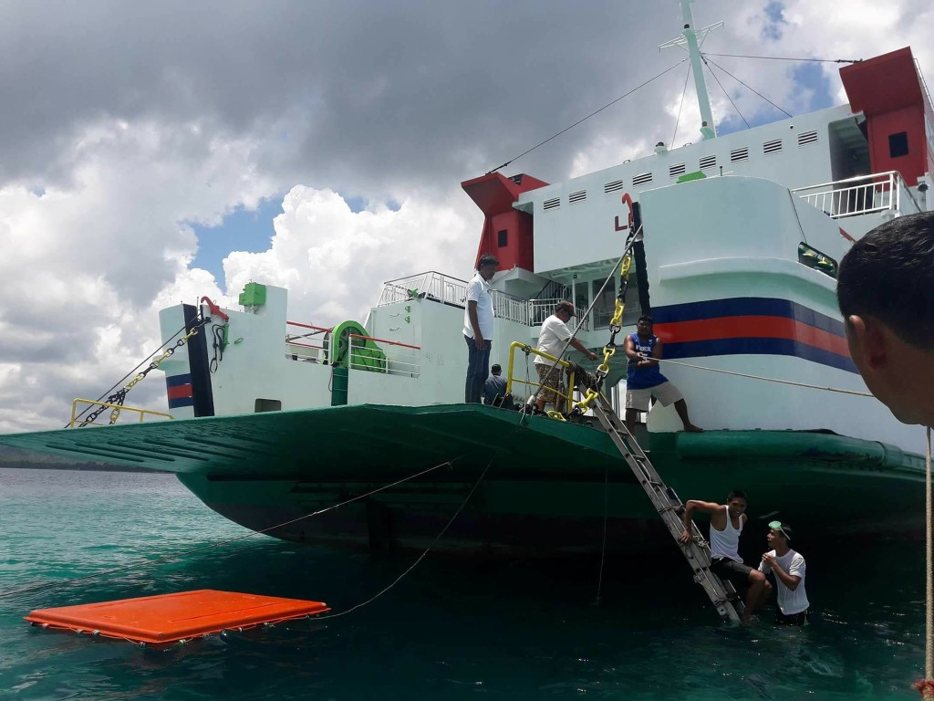 Cargo ship stuck in Libon's protected reef, damages still to be determined