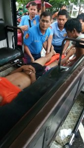 The victim, Ryan Balidoy is carried on a spine board by the responding policemen of Sto. Domingo Municipal Police Station this afternoon. Photo Courtesy by Juvenchi Gregorio III.